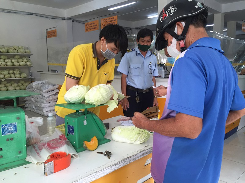 Bán hơn 17 tấn rau qua bưu điện trong ngày 16/7 - Ảnh 1.