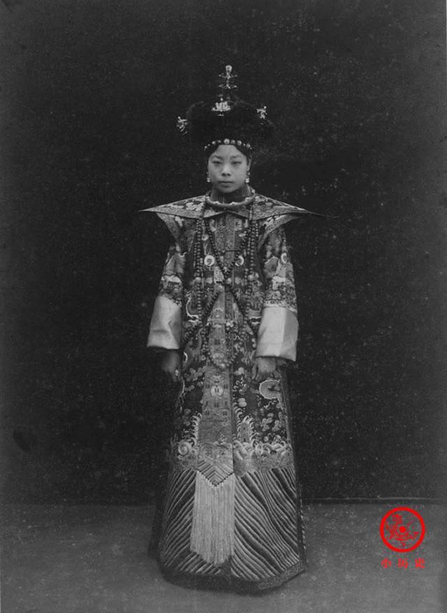 Phi tần kém sắc dám ly hôn hoàng đế Trung Quốc, cuối đời túng quẫn phải bán hàng rong kiếm sống - Ảnh 1.