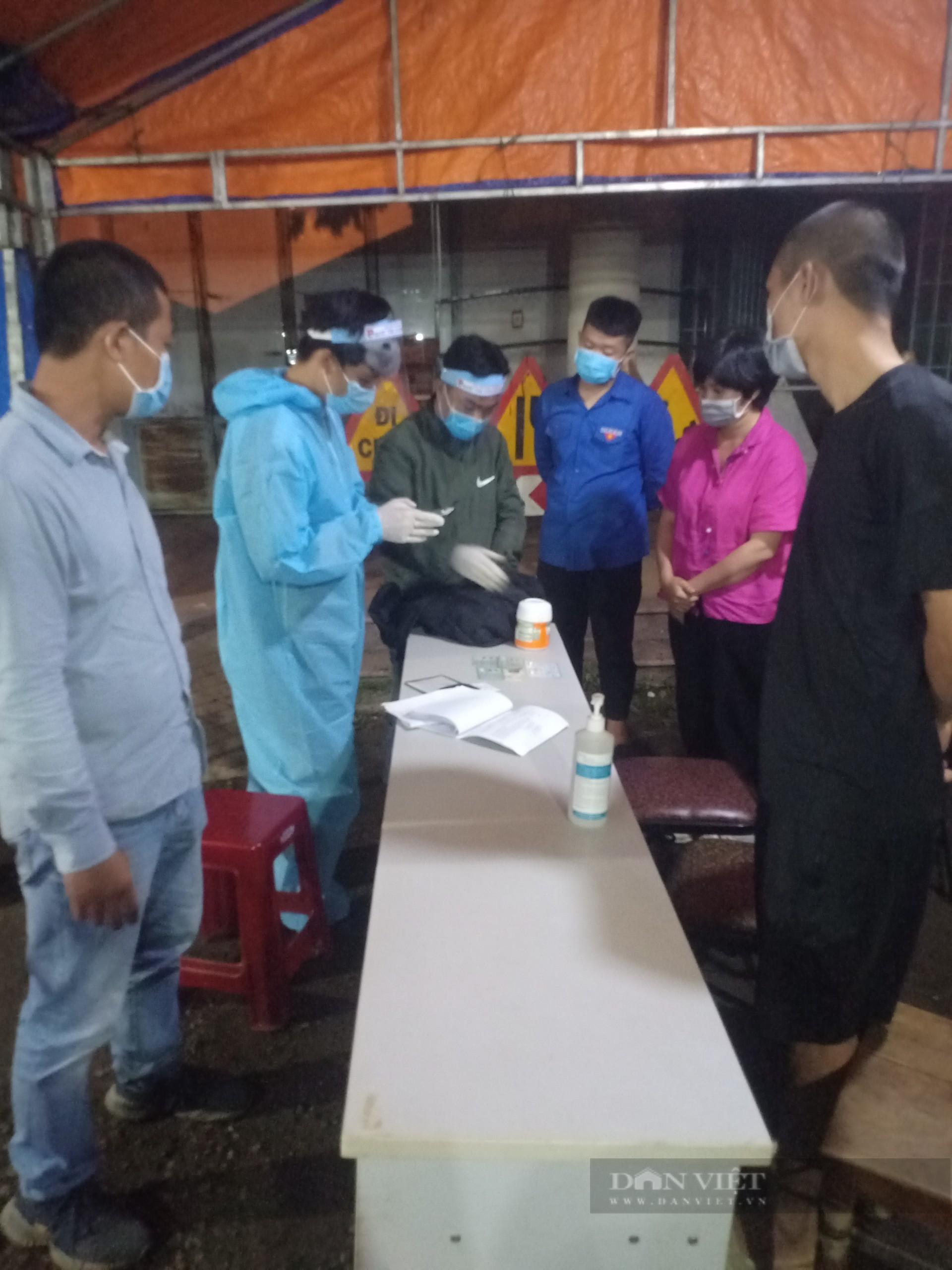 Đắk Lắk: Bí thư Đoàn trả lại 240 triệu cho người dân rơi ở chốt kiểm dịch - Ảnh 1.