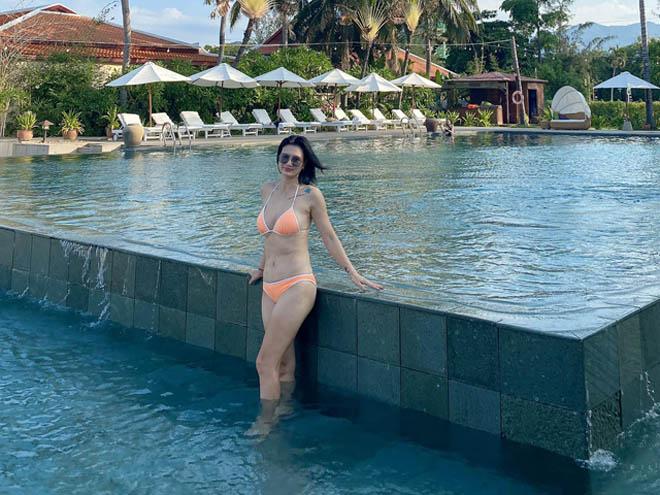 Hoa khôi bóng chuyền Kim Huệ U40: Những lần diện bikini khiến fan... nổi sóng - Ảnh 2.