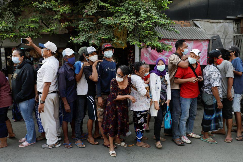 Người dân Indonesia nghĩ gì trước cách ứng phó của Tổng thống đối với đại dịch Covid-19? - Ảnh 2.