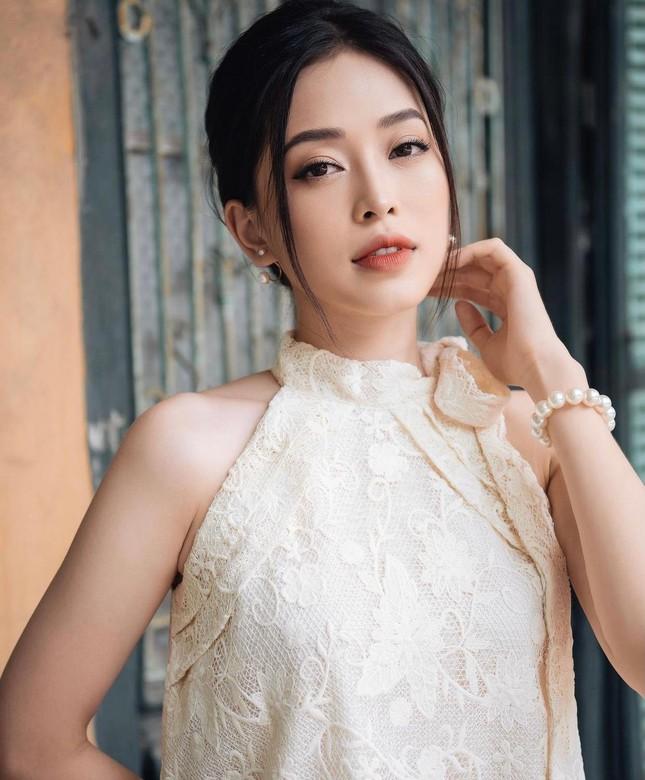 Midu hiếm hoi hở bạo bên bồn tắm, Trần Tiểu Vy diện váy xẻ sâu dẫn đầu top sao mặc đẹp tuần qua - Ảnh 10.