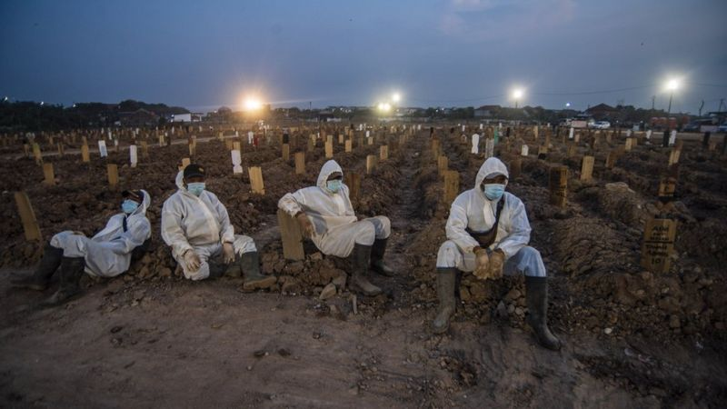 Indonesia: Khủng hoảng oxy, hàng trăm F0 tử vong khi tự cách ly - Ảnh 2.