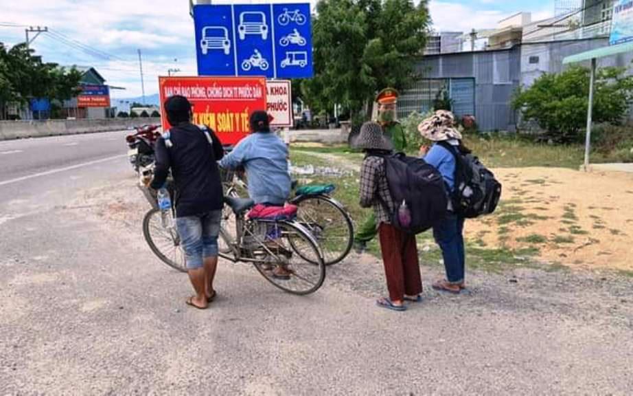 Chuyện 4 mẹ con đạp xe từ Đồng Nai về Nghệ An do cạn tiền vì Covid-19 và cái kết bất ngờ