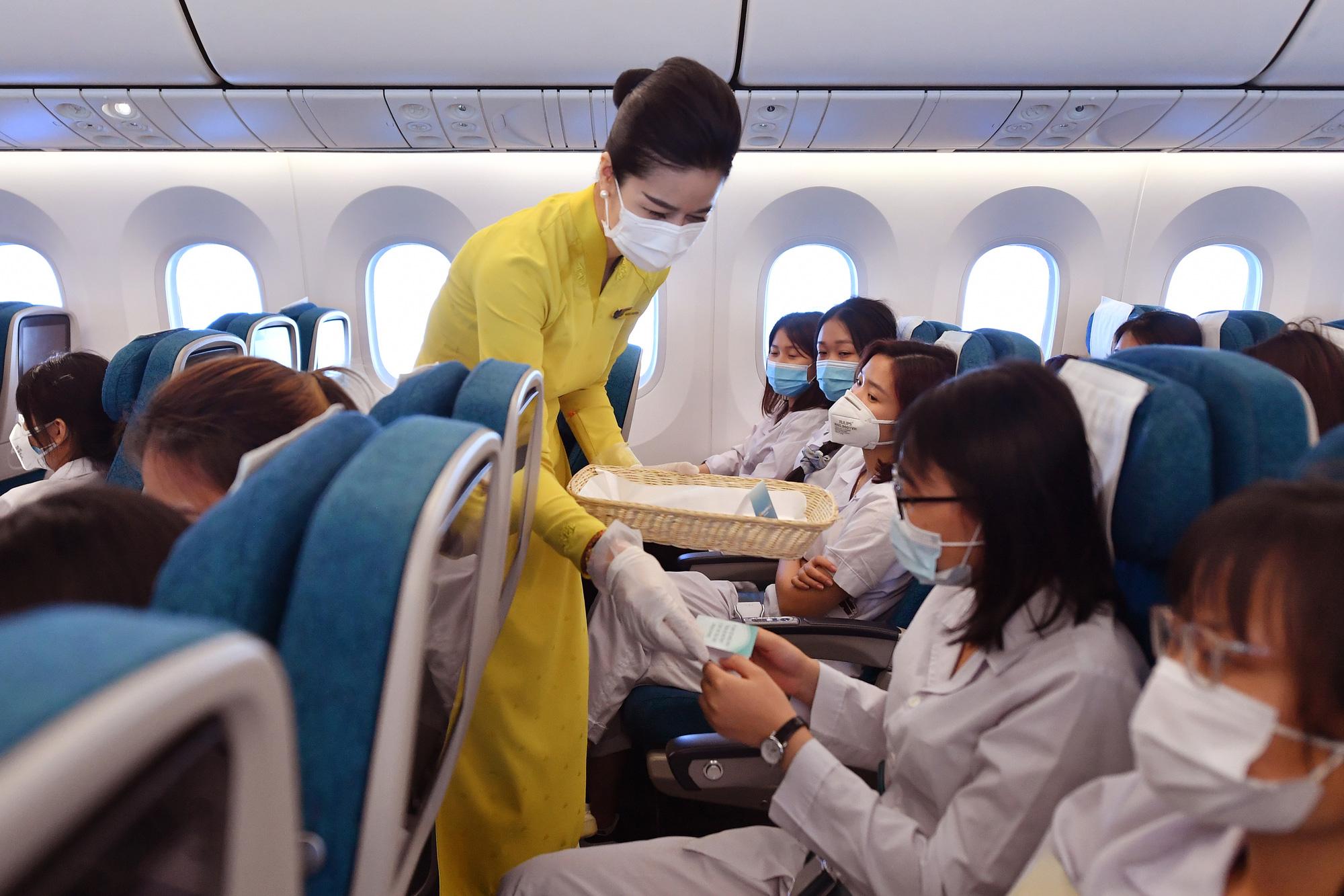 Cổ đông Nhật Bản chuyển nhượng 70 triệu cổ phiếu Vietnam Airlines cho người lao động - Ảnh 2.