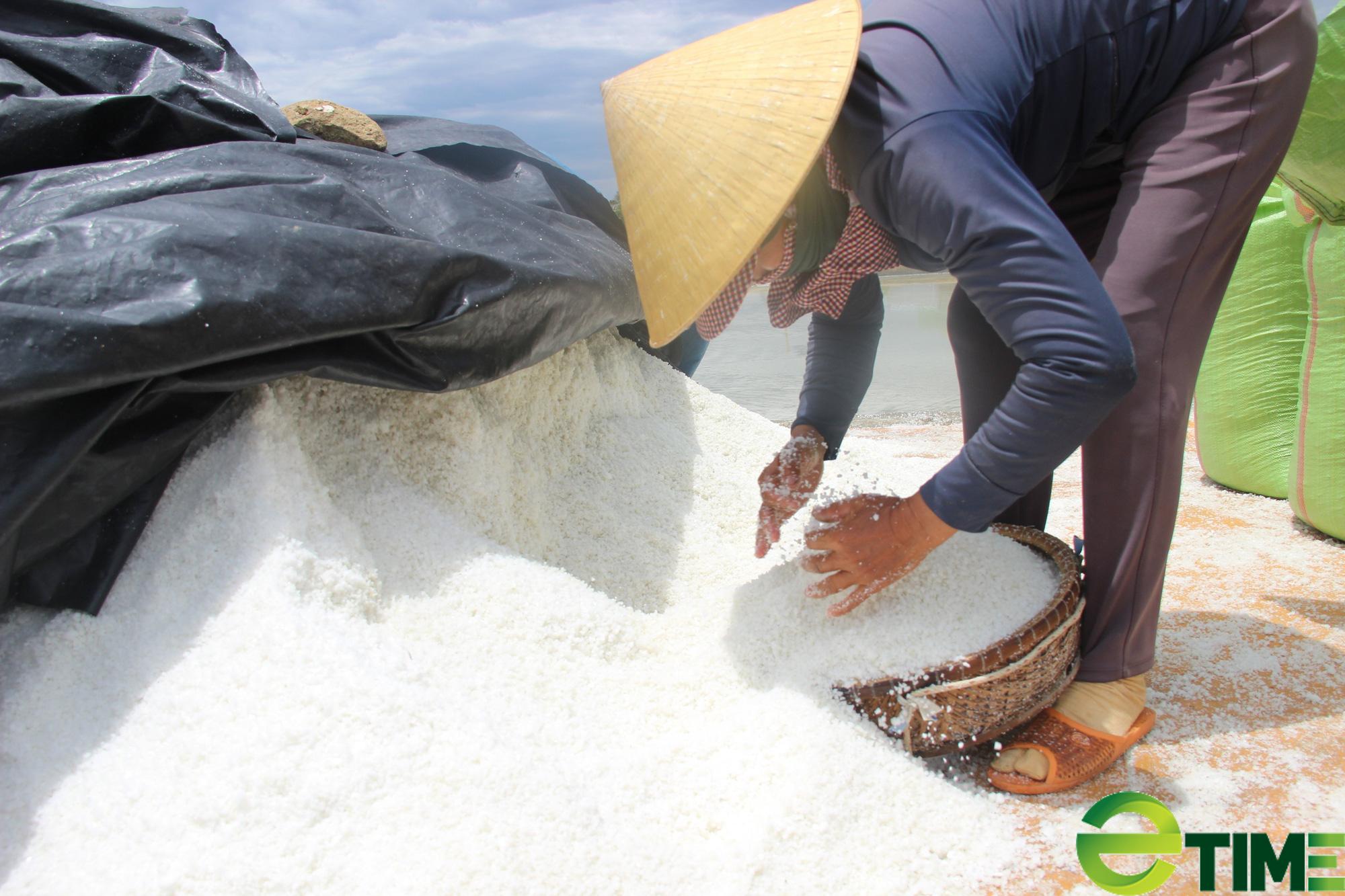 Bình Định: Giá 1kg muối không bằng cốc trà đá, diêm dân không còn mặn mà - Ảnh 3.
