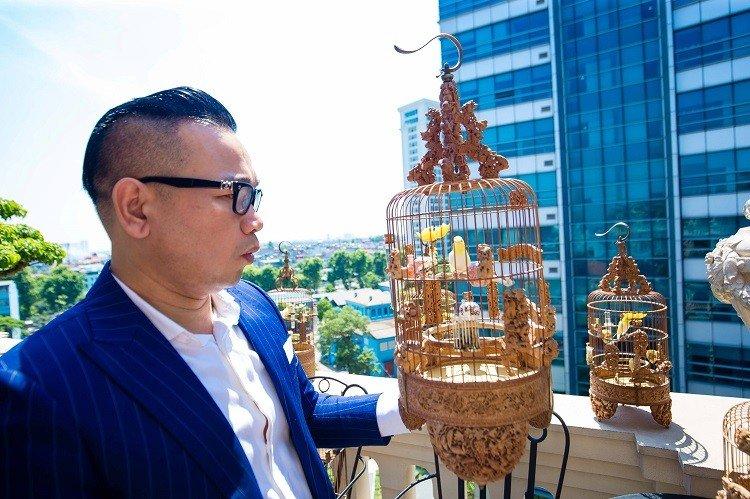 """Đàn chim cảnh 10 tỷ của ông chủ hãng may đô có tiếng ở Hà Nội: Ở điều hòa, có """"bảo mẫu"""" riêng - Ảnh 1."""
