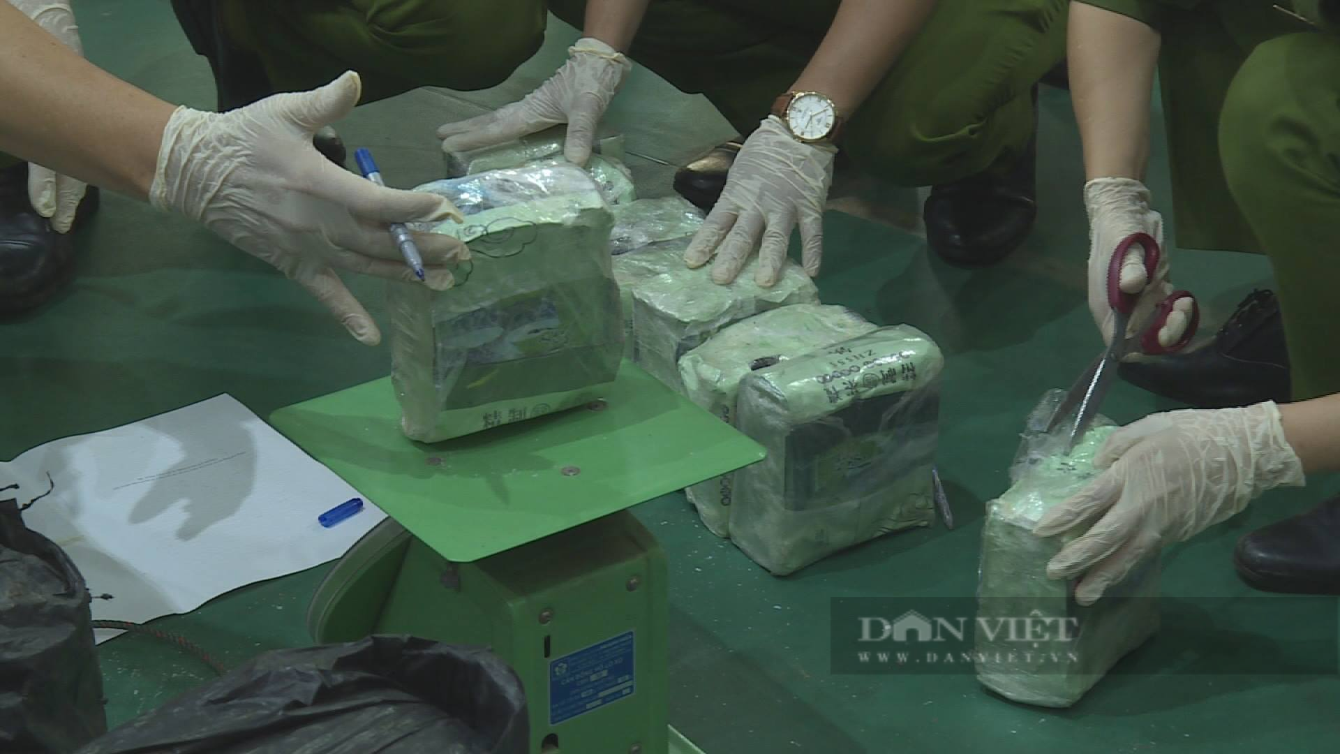 base64 16267523133861757923134 Truy tố hai đối tượng vận chuyển 200 kg ma túy đá từ Lào về TP.HCM
