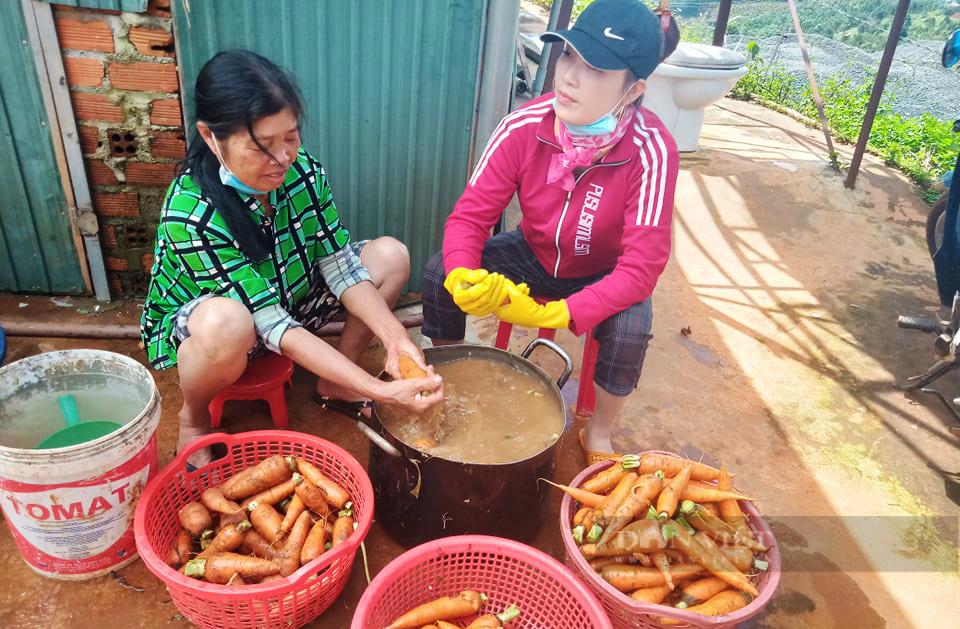 Nông dân Đắk Nông gom hàng trăm tấn nông sản hỗ trợ người dân vùng dịch - Ảnh 3.