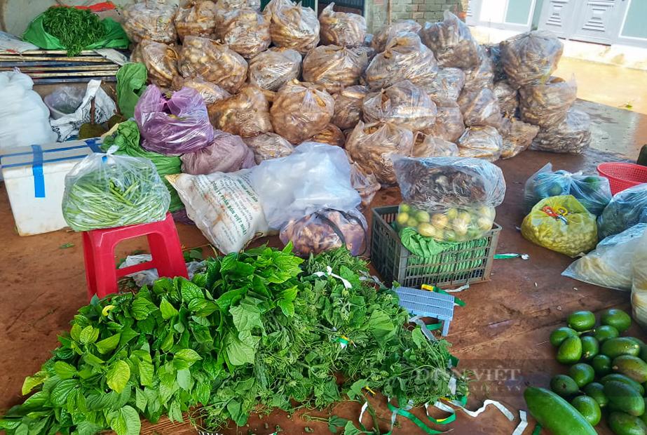 Nông dân Đắk Nông gom hàng trăm tấn nông sản hỗ trợ người dân vùng dịch - Ảnh 4.