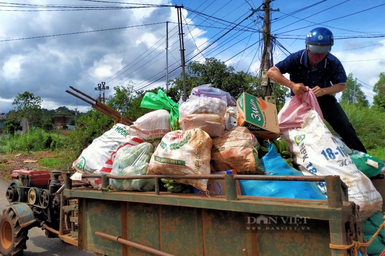 Nông dân Đắk Nông gom hàng trăm tấn nông sản hỗ trợ người dân vùng dịch - Ảnh 11.