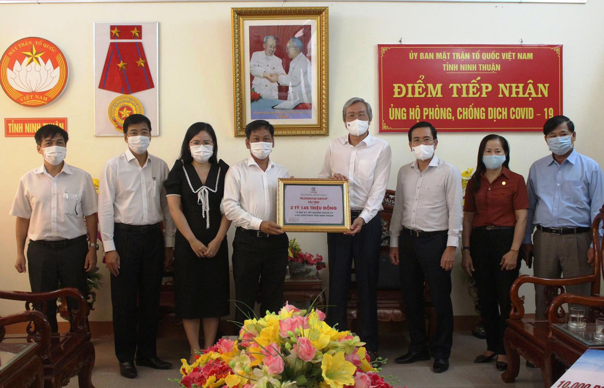 Trung Nam Group tặng 15.000 bộ kit xét nghiệm để hỗ trợ cho tỉnh Ninh Thuận - Ảnh 1.