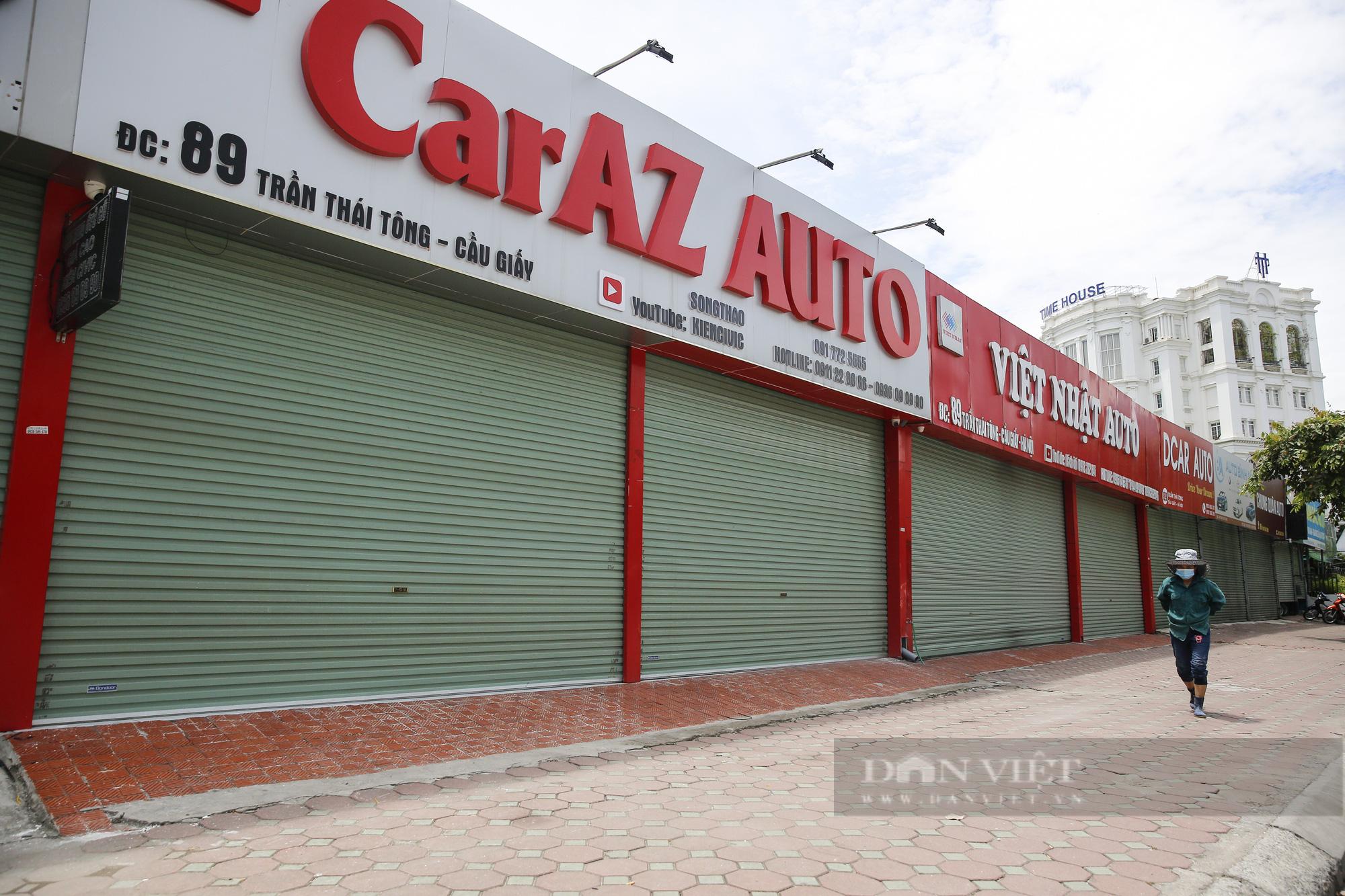 Hàng loạt showroom ô tô tại Hà Nội 'cửa đóng then cài' vì dịch Covid-19 - Ảnh 2.
