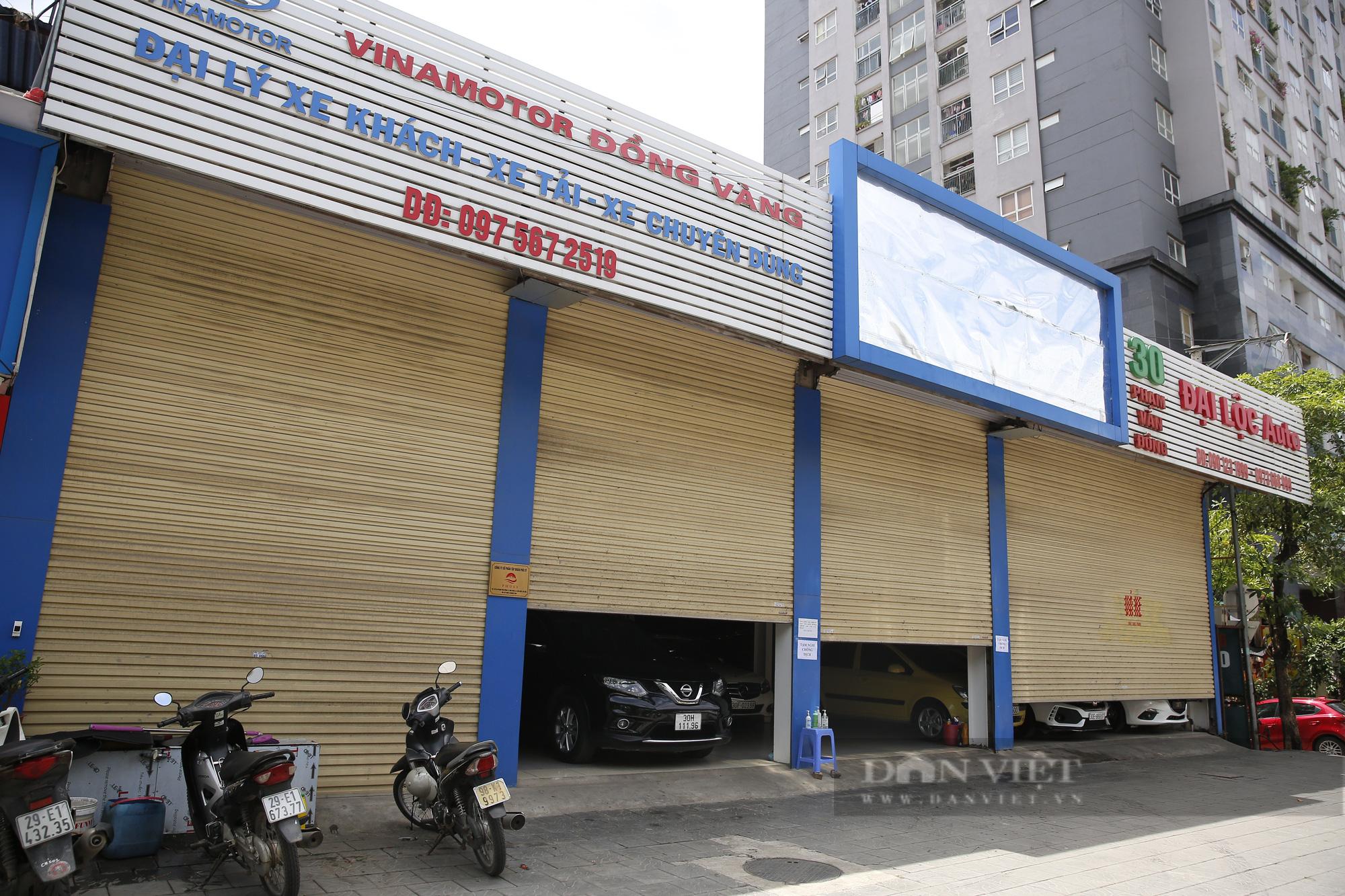 Hàng loạt showroom ô tô tại Hà Nội 'cửa đóng then cài' vì dịch Covid-19 - Ảnh 4.