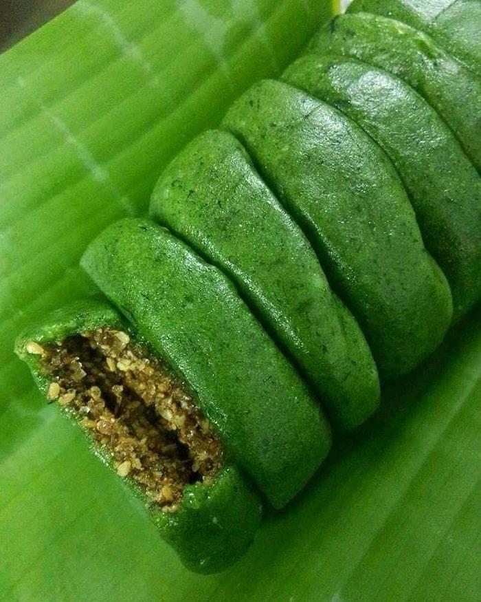 Thứ bánh đặc sản xanh lè xanh lét được làm từ loại rau mọc hoang, tiểu thương hốt bạc, đóng hộp mỏi tay - Ảnh 6.