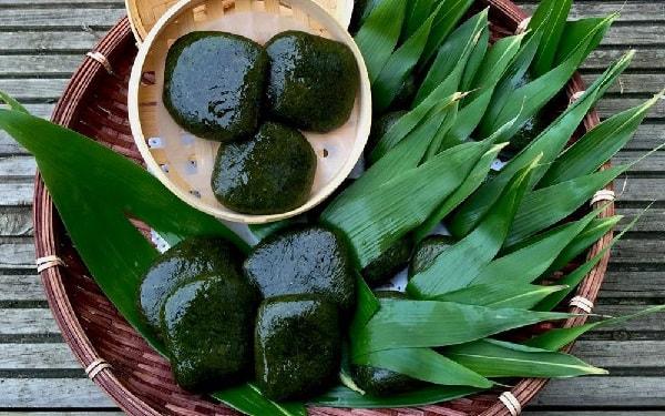 Thứ bánh đặc sản xanh lè xanh lét được làm từ loại rau mọc hoang, tiểu thương hốt bạc, đóng hộp mỏi tay - Ảnh 4.