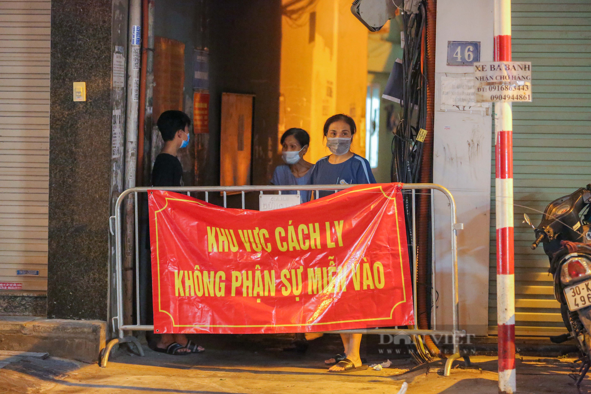 Xuyên đêm xét nghiệm cho hàng chục hộ dân trên phố Thuỵ Khuê - Ảnh 3.