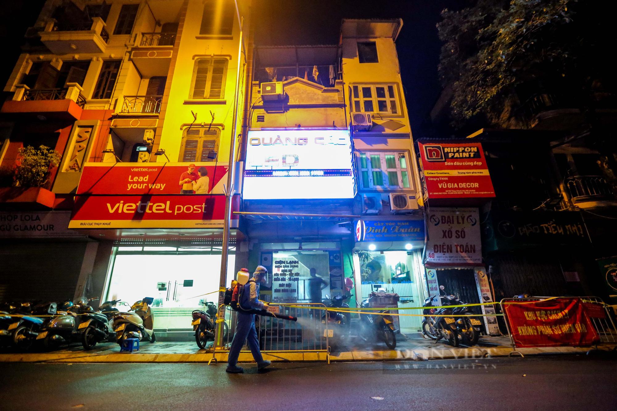 Xuyên đêm xét nghiệm cho hàng chục hộ dân trên phố Thuỵ Khuê - Ảnh 5.