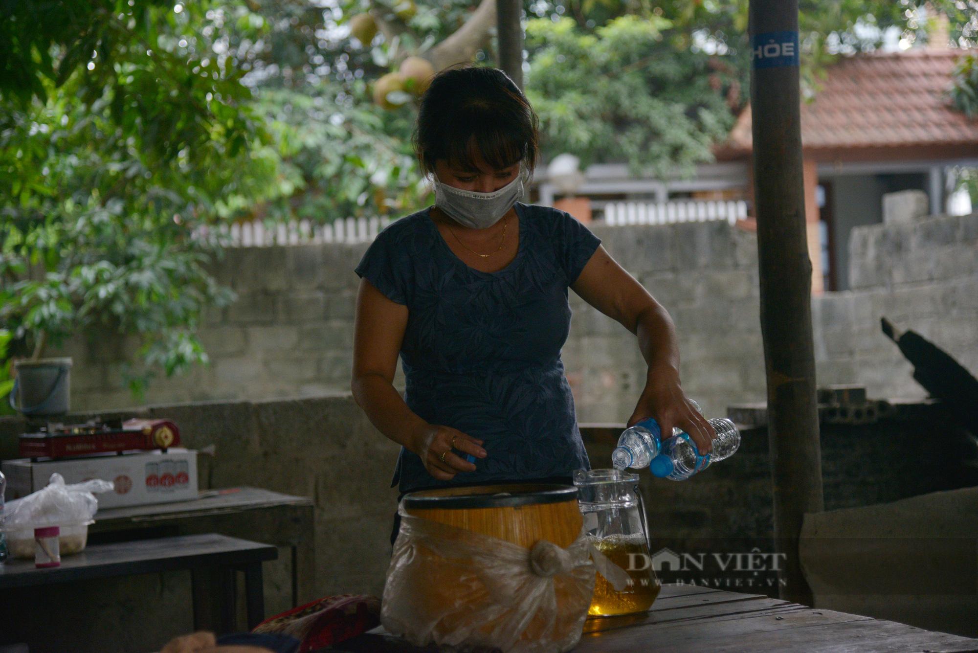 """Người dân Hà Nội nhường nhà, """"tiếp tế"""" cơm, nước uống chia sẻ với lực lượng làm nhiệm vụ phòng, chống dịch - Ảnh 6."""