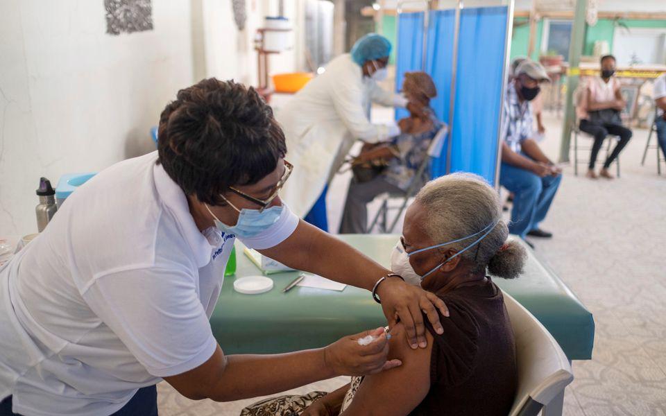 Tiêm chủng không đầy đủ, nhiều nước châu Mỹ đối mặt với làn sóng dịch bệnh Covid-19