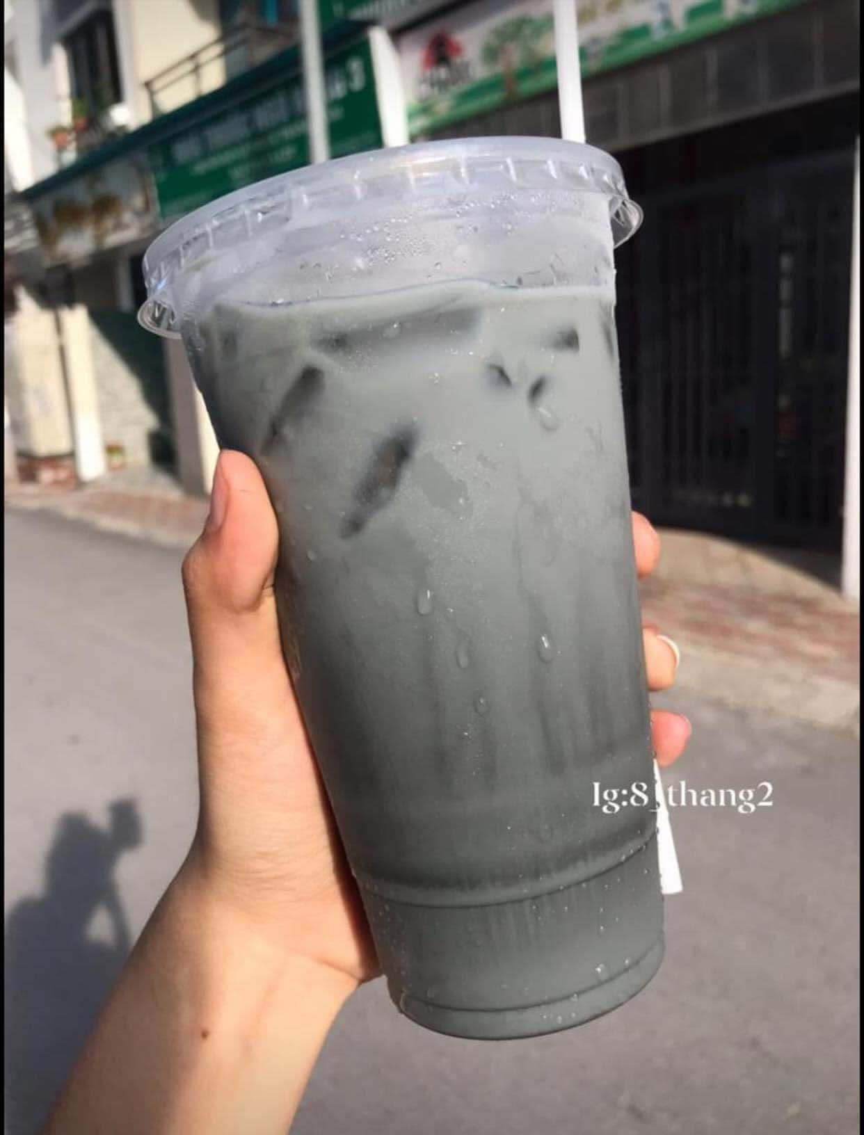 Hà Nội: Thức uống đen đen, xấu mã nhưng lại có sức hấp dẫn khiến giới trẻ săn lùng điên đảo - Ảnh 3.