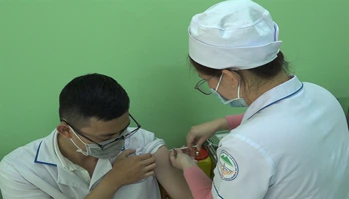 Khánh Hòa: Sẽ tiêm vaccine phòng Covid-19 cho trên 26.000 người dân - Ảnh 1.