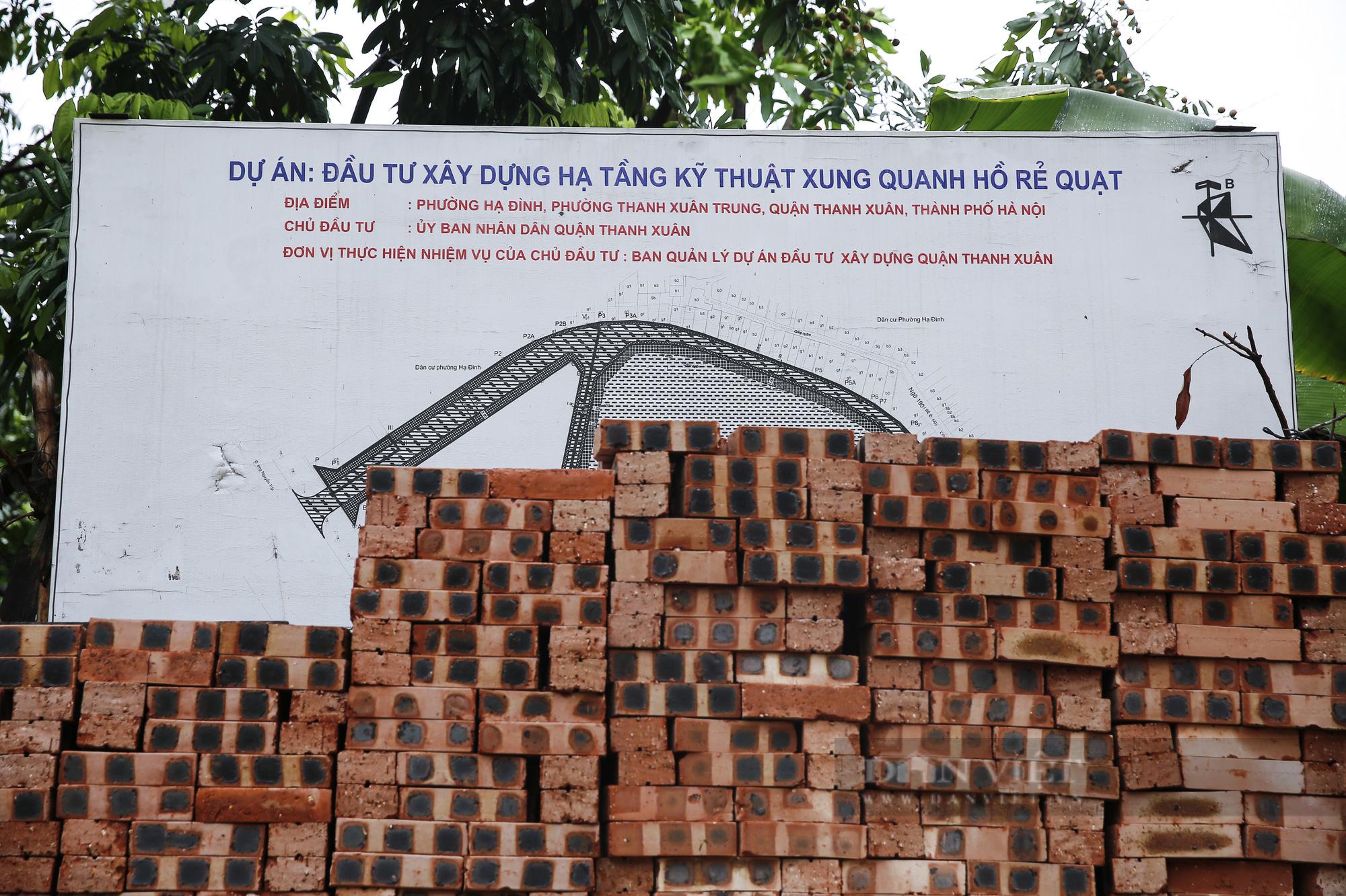 """""""Giậm chân tại chỗ"""" 7 năm, một hồ nước giữa trung tâm Hà Nội bị xâm lấn, ô nhiễm nặng - Ảnh 2."""