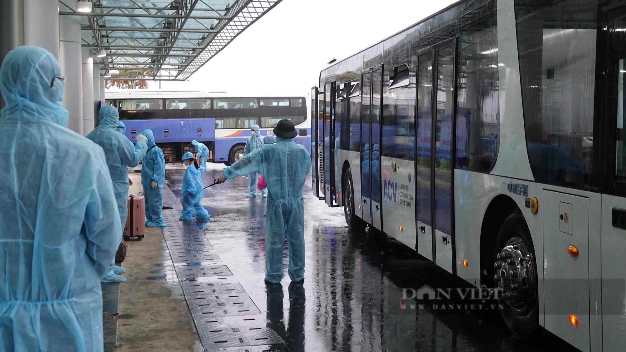 Chuyến bay đầu tiên chở gần 200 công dân từ TP.HCM về Gia Lai - Ảnh 2.