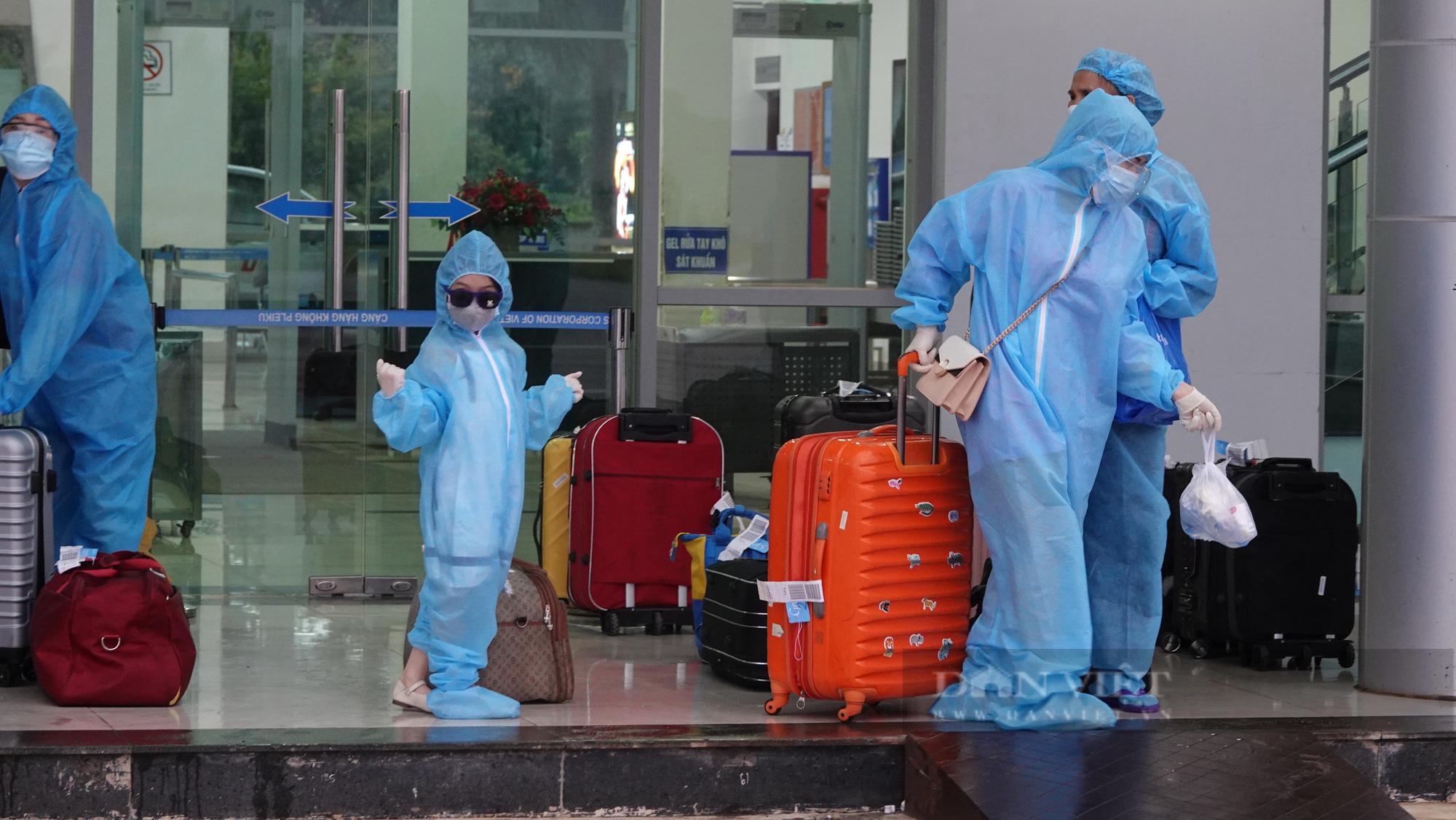 Chuyến bay đầu tiên chở gần 200 công dân từ TP.HCM về Gia Lai - Ảnh 4.