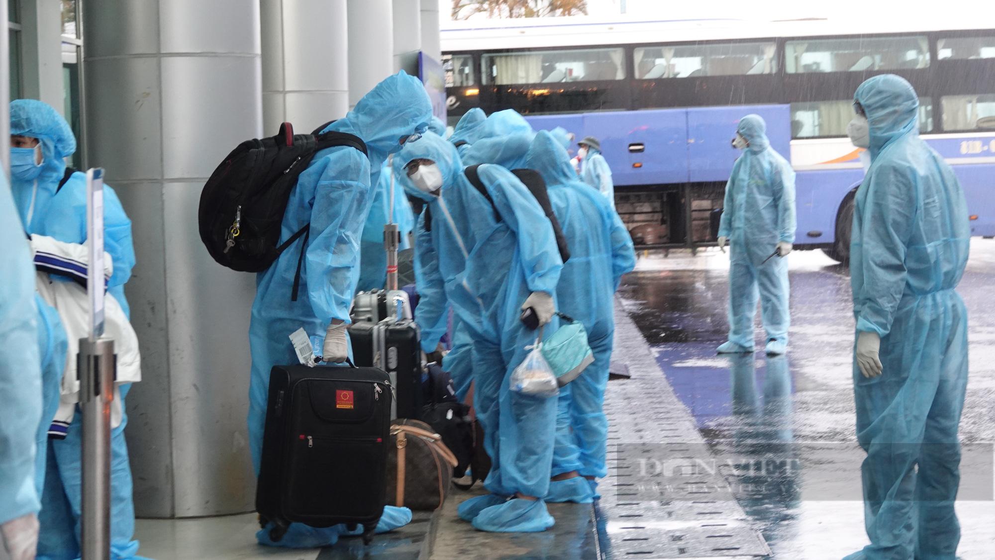 Chuyến bay đầu tiên chở gần 200 công dân từ TP.HCM về Gia Lai - Ảnh 6.