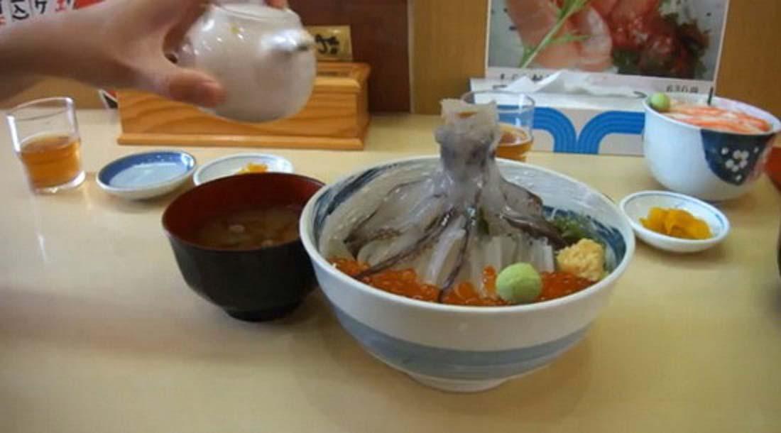 Món ăn vừa kinh dị vừa đắt đỏ nhưng lại dễ gây nghiện cho thực khách - Ảnh 3.