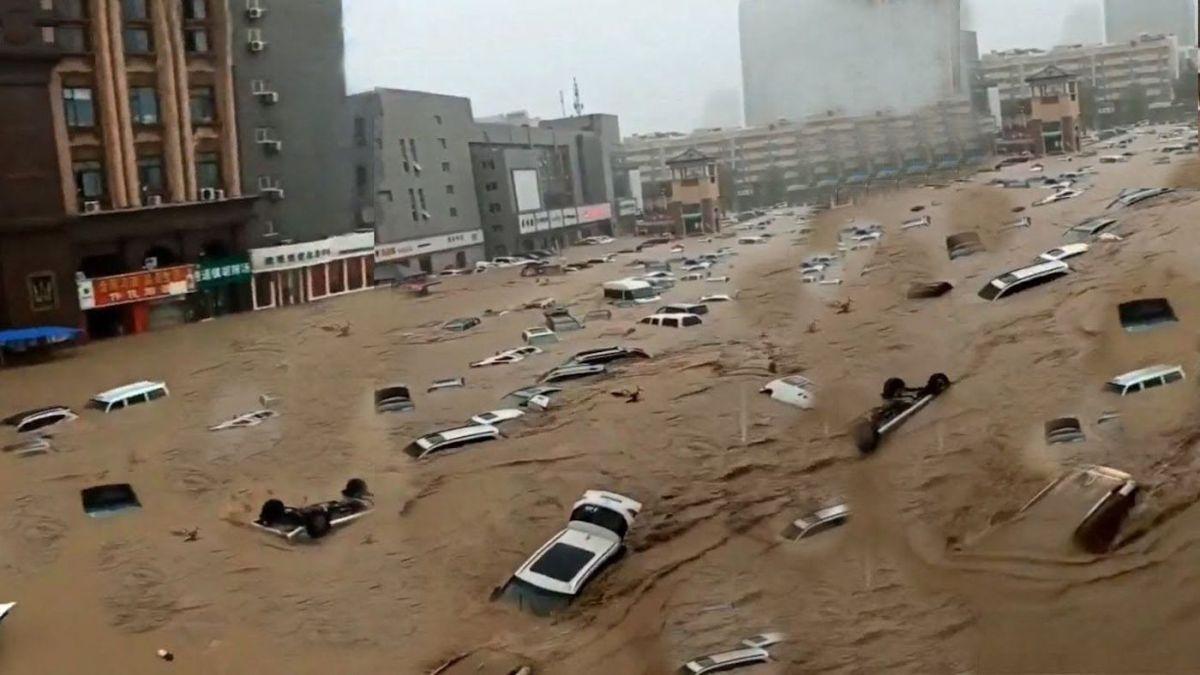 Apple, Nissan chịu hệ lụy lớn sau trận lũ lụt kinh hoàng ở Trịnh Châu (Trung Quốc) - Ảnh 1.