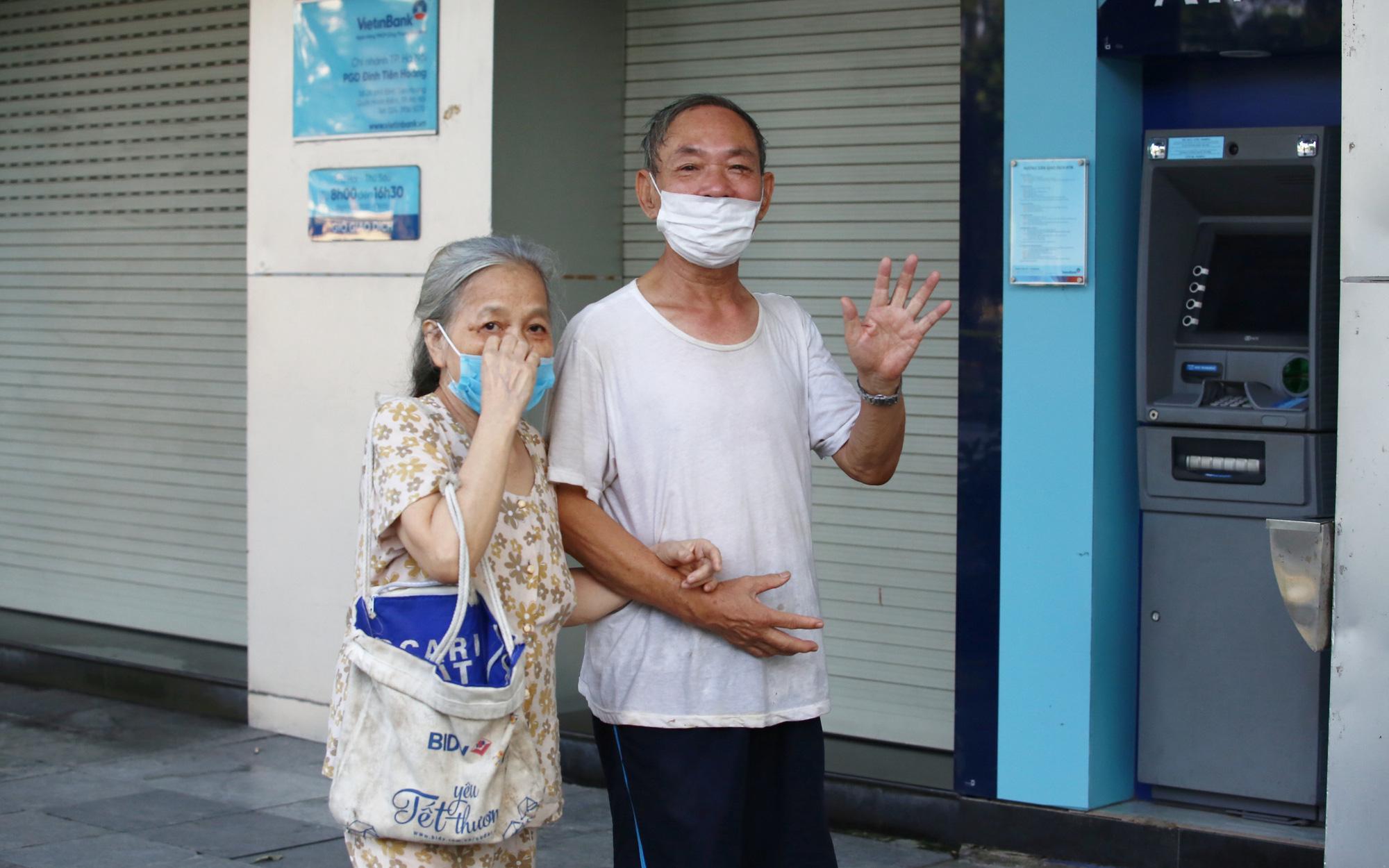 Hà Nội ngày đầu cách ly toàn xã hội: Người dân đồng lòng, chung tay chống dịch Covid-19
