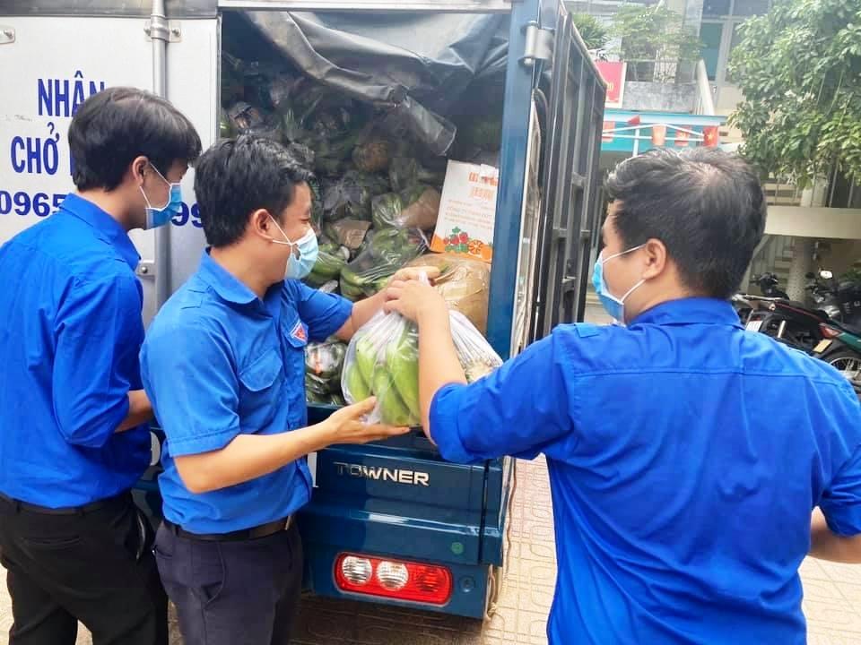 """Khánh Hòa: Chiến sĩ """"áo xanh"""" mang măng rừng, bưởi, chuối,... ủng hộ người bị dân phong tỏa, cách ly - Ảnh 3."""