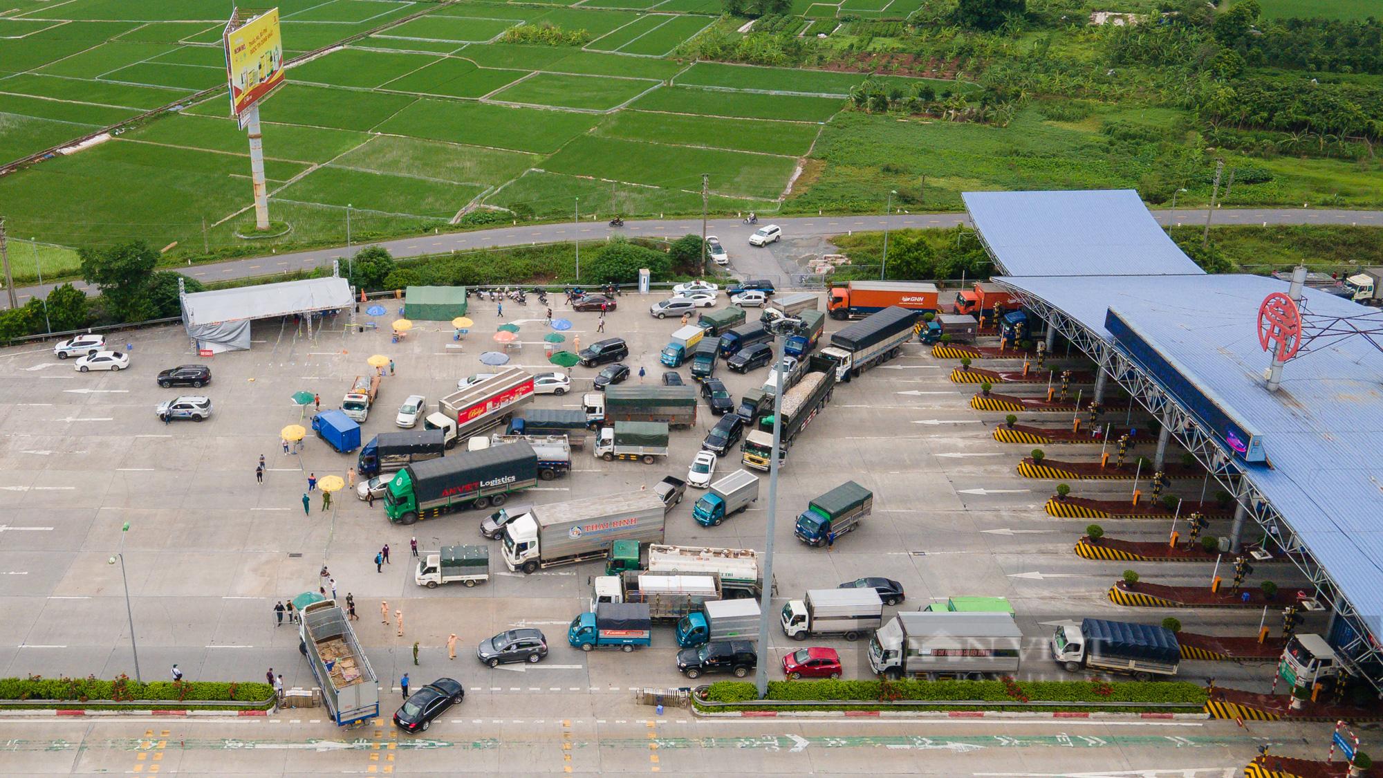 Tài xế đi hơn 1000km từ Vĩnh Long ra Hà Nội bị yêu cầu quay xe - Ảnh 4.
