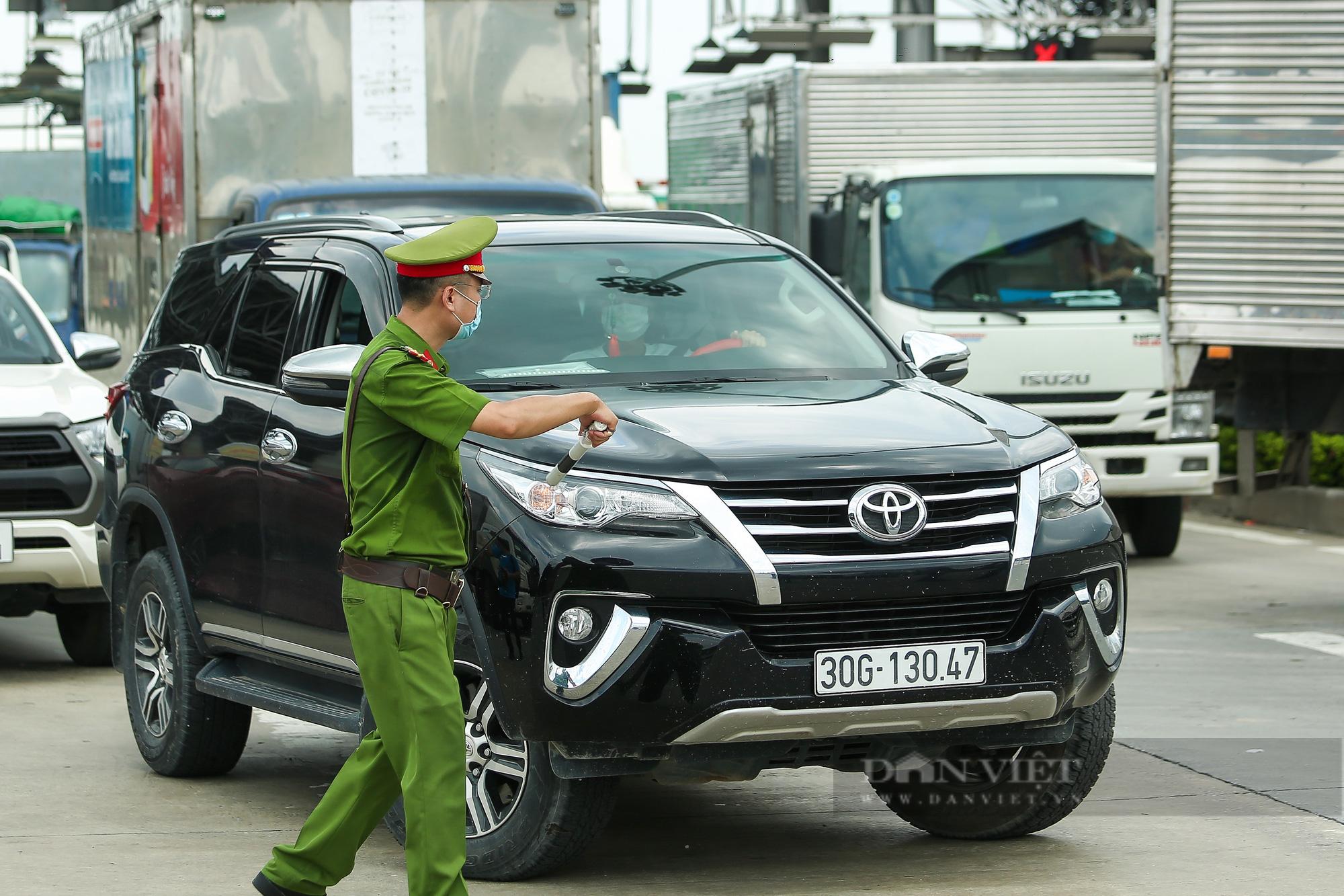 Tài xế đi hơn 1000km từ Vĩnh Long ra Hà Nội bị yêu cầu quay xe - Ảnh 7.