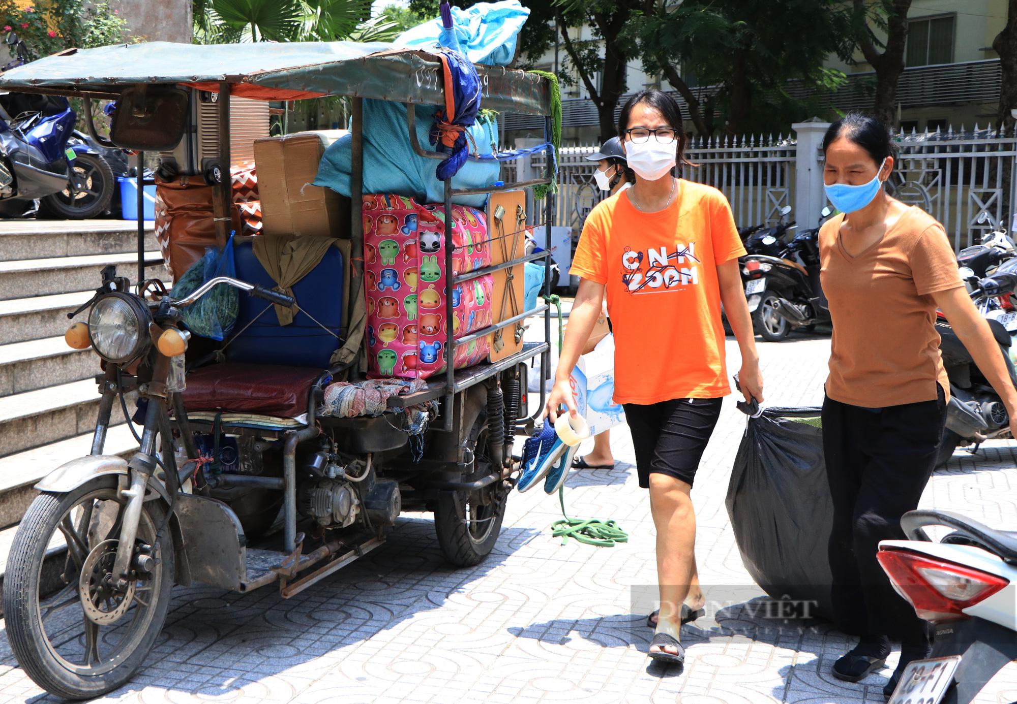 Hàng trăm sinh viên Hà Nội xuyên trưa đội nắng chuyển phòng, nhường chỗ ở làm nơi cách ly Covid-19 - Ảnh 6.