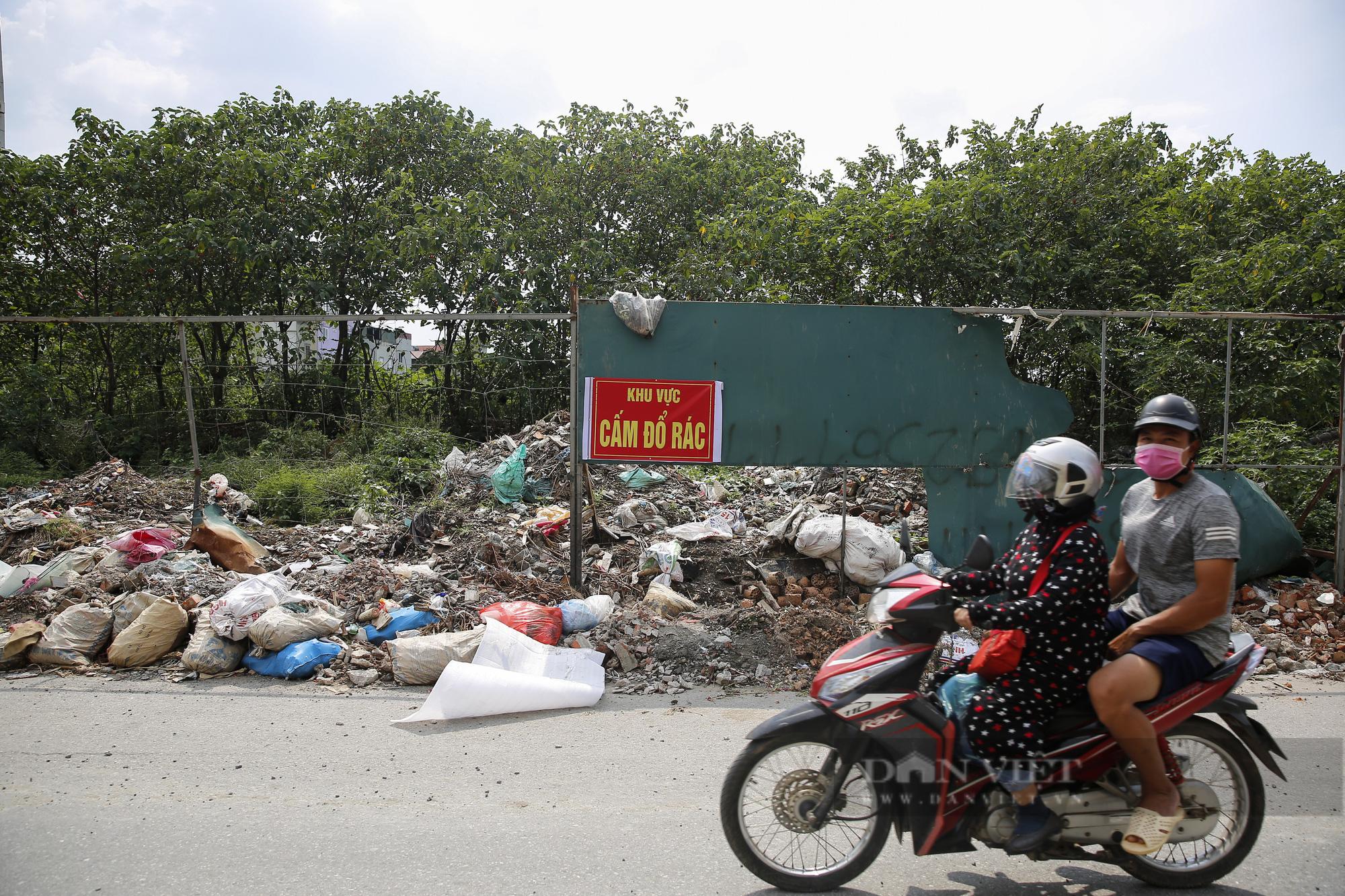 """""""Núi rác"""" bốc mùi hôi thối nồng nặc tại ngoại thành Hà Nội - Ảnh 5."""