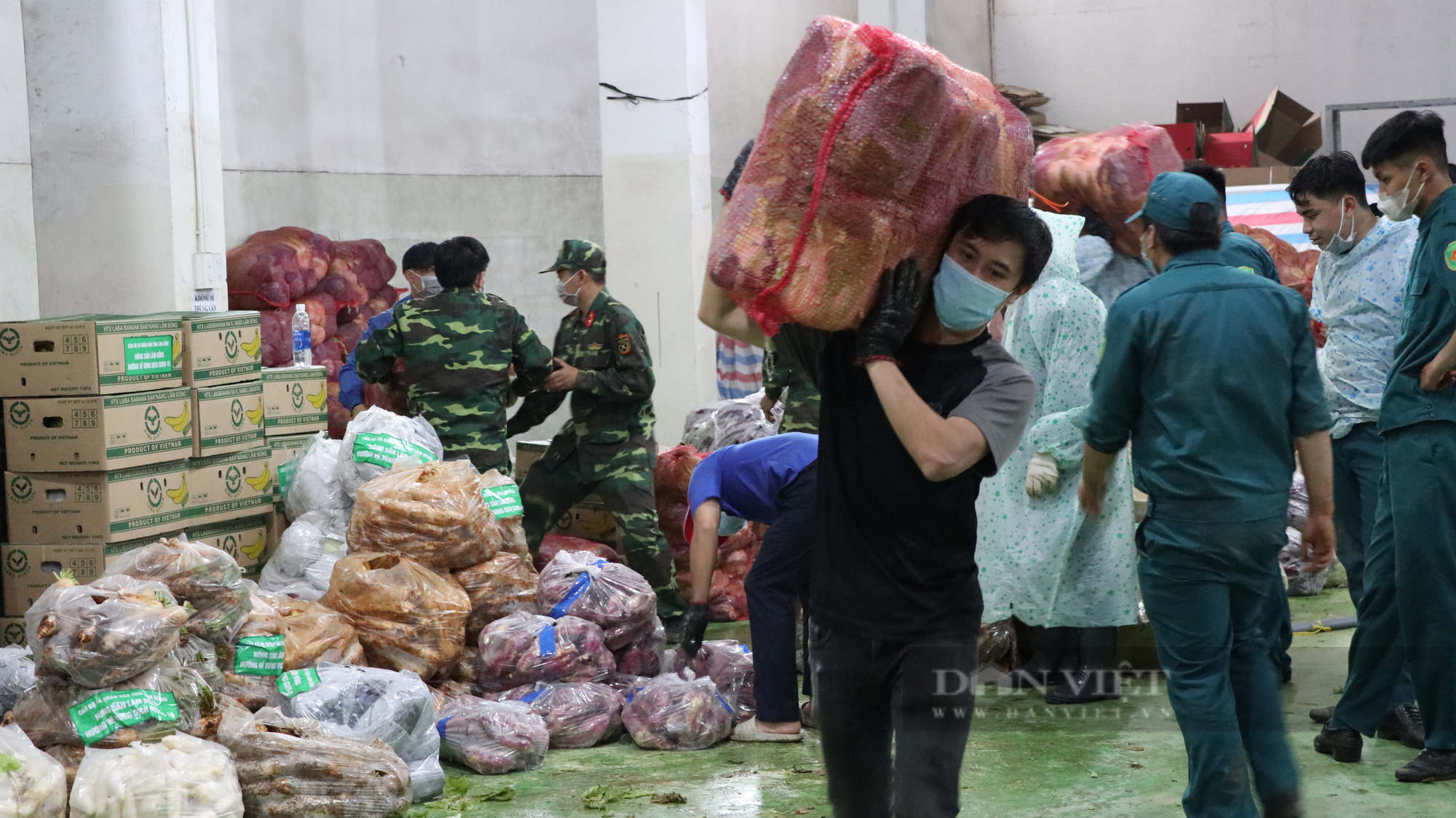 Lâm Đồng: 200 trăm tấn rau, củ, quả tươi ngon nhất được đưa về vùng dịch bị giãn cách - Ảnh 2.