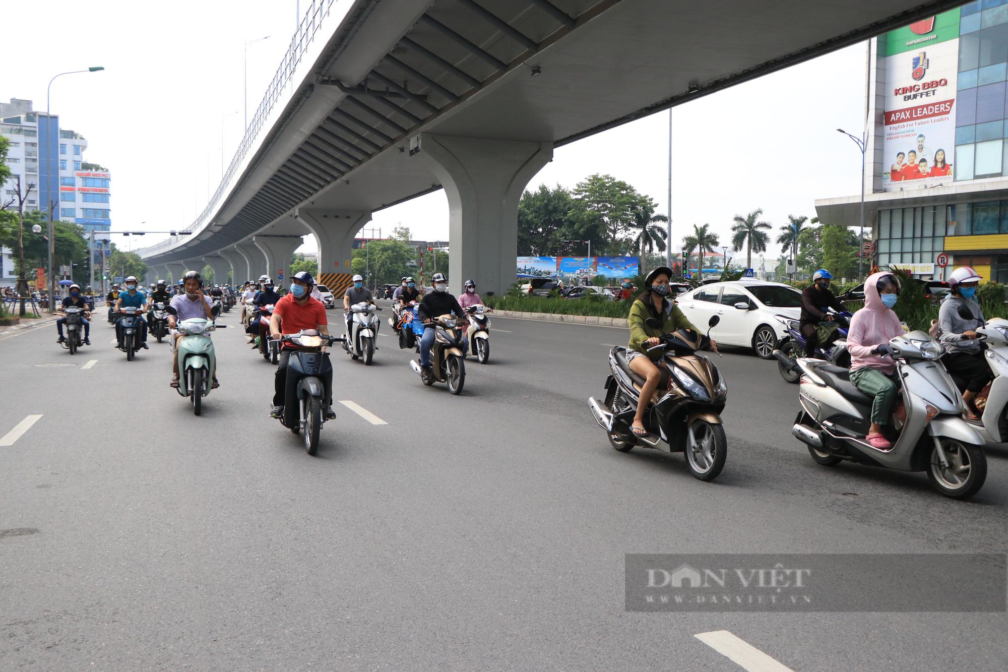 """Chủ tịch Hà Nội: """"Yêu cầu người dân không ra khỏi nhà nếu không vì mục đích thiết yếu, xử phạt nghiêm vi phạm"""" - Ảnh 2."""