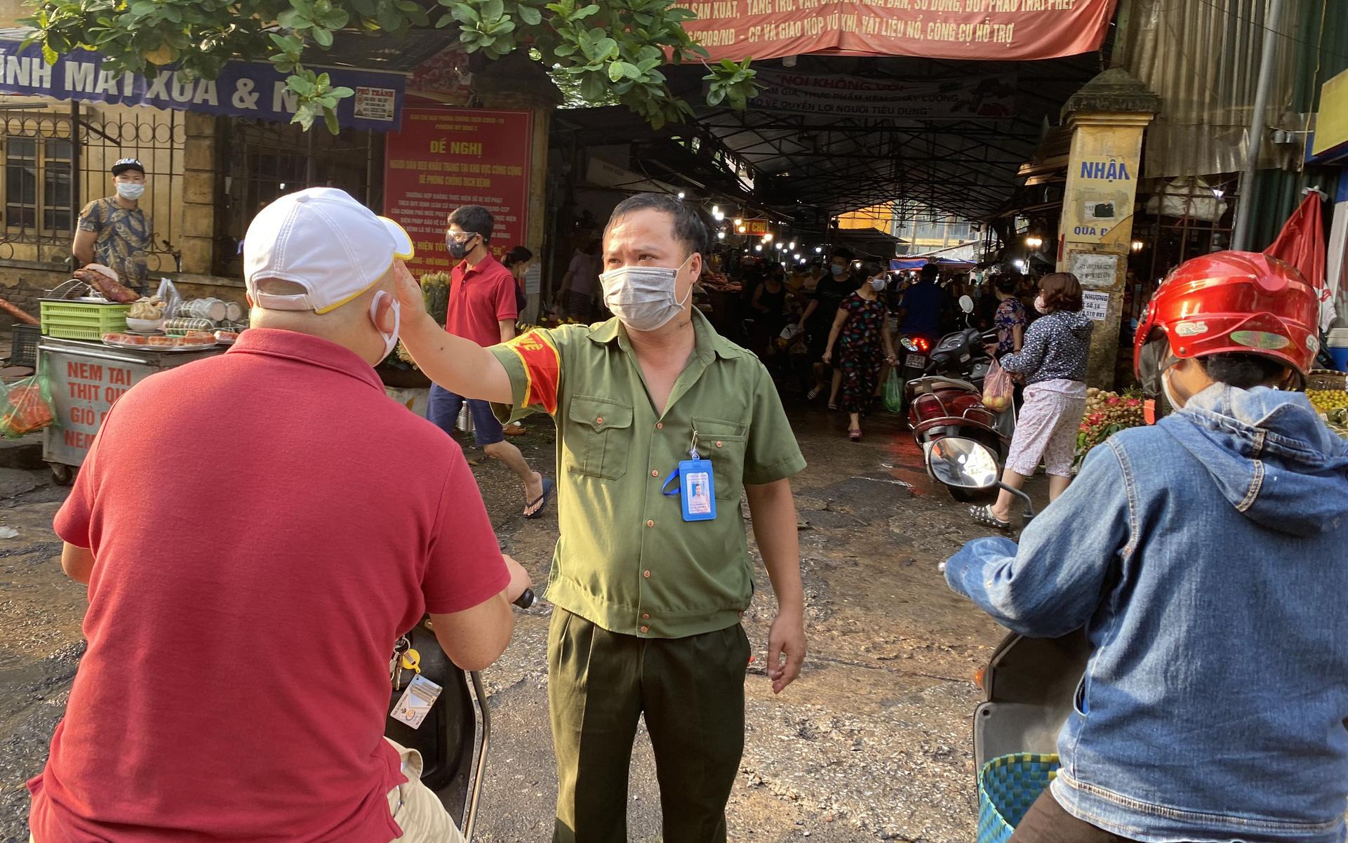 Ngày đầu tiên Hà Nội áp dụng Chỉ thị 16, không có cảnh đổ xô mua hàng hóa