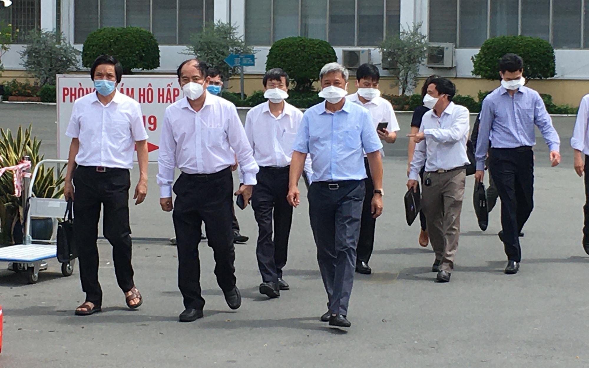 Thứ trưởng Bộ Y tế Nguyễn Trường Sơn kêu gọi y tế tư nhân, bác sĩ nghỉ hưu tham gia chống dịch