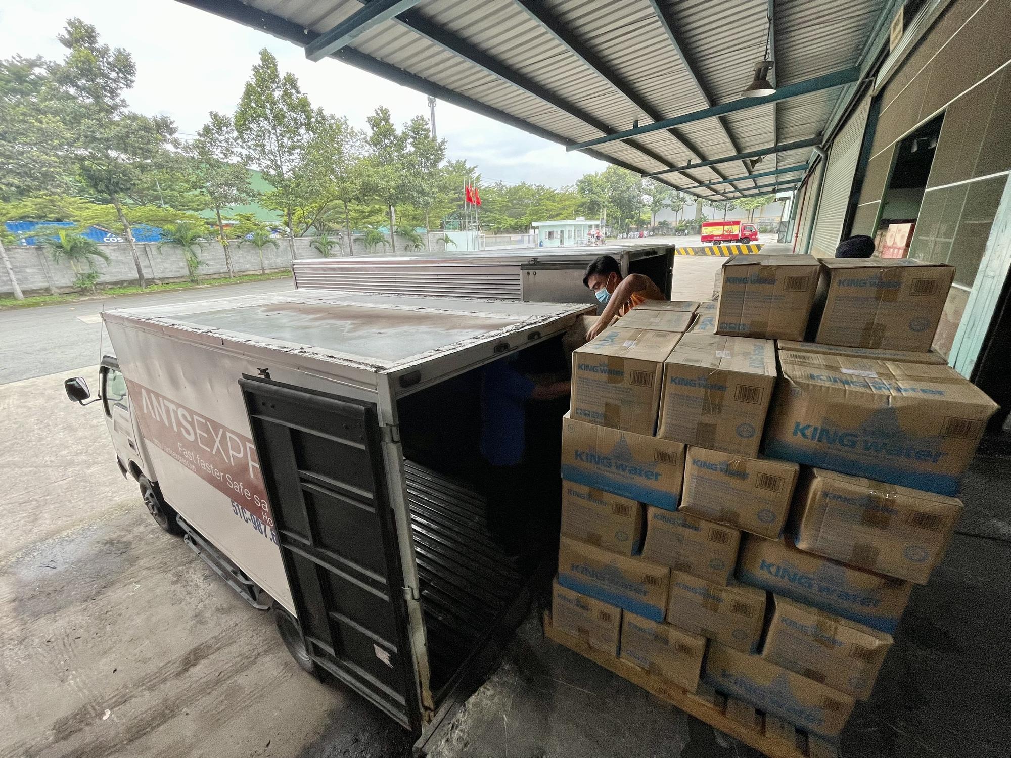 TNI King Coffee tiếp tục hỗ trợ các y bác sĩ tuyến đầu chống dịch tại TP.HCM và Bình Dương - Ảnh 11.