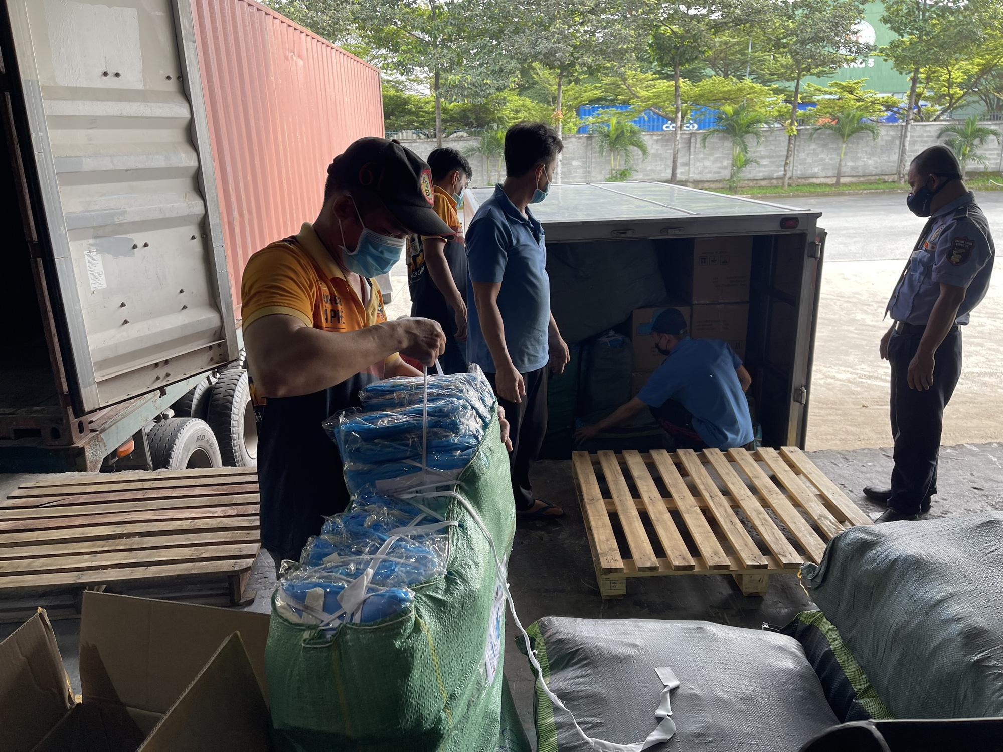 TNI King Coffee tiếp tục hỗ trợ các y bác sĩ tuyến đầu chống dịch tại TP.HCM và Bình Dương - Ảnh 7.