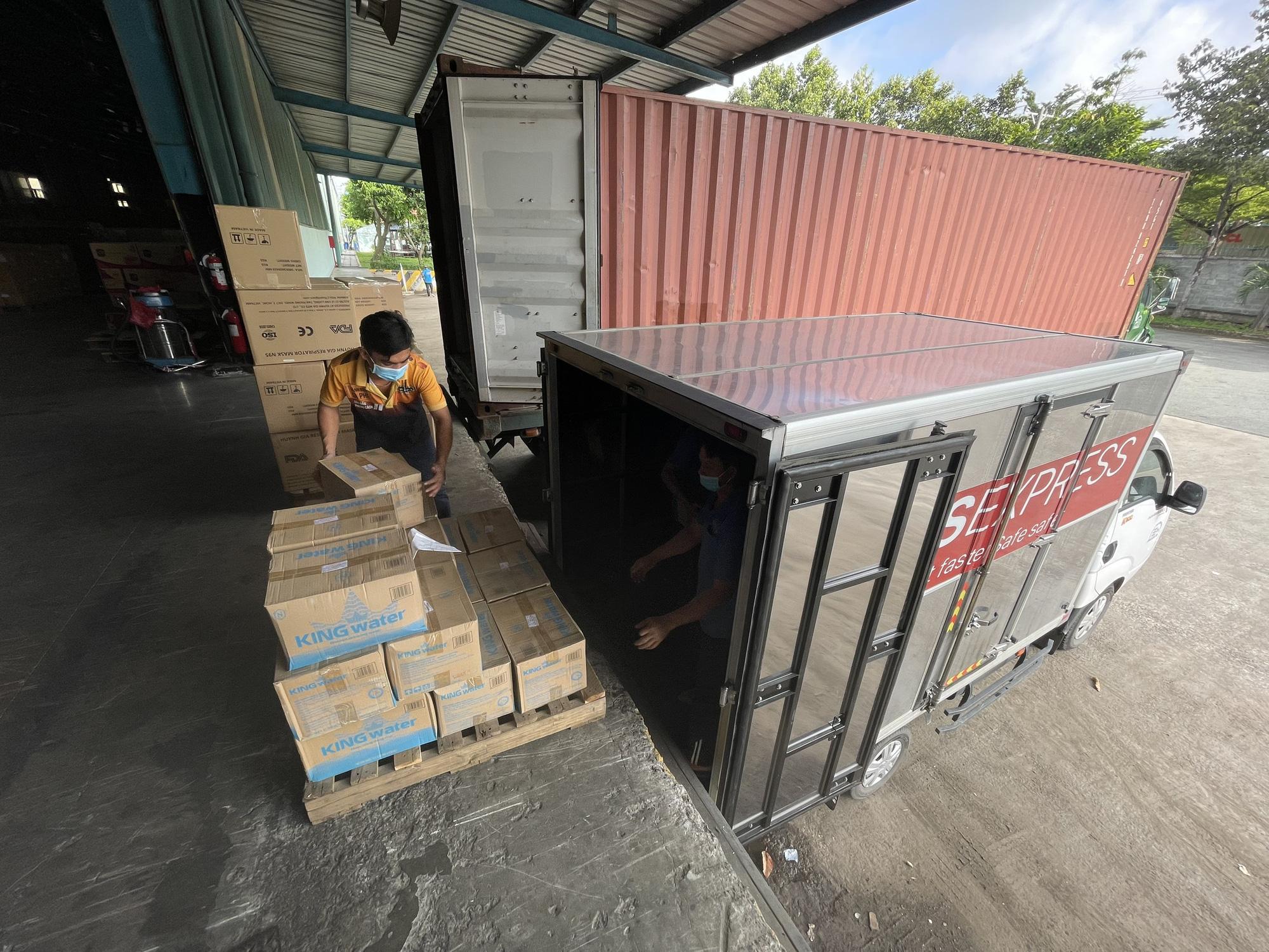 TNI King Coffee tiếp tục hỗ trợ các y bác sĩ tuyến đầu chống dịch tại TP.HCM và Bình Dương - Ảnh 12.