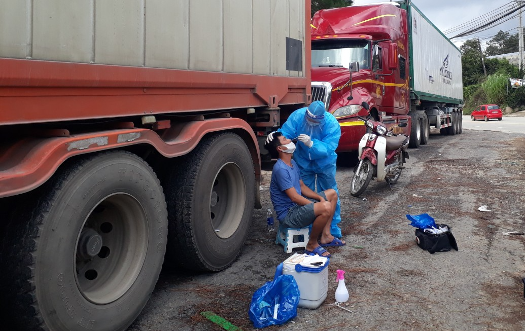 Kiểm định dư lượng thuốc BVTV đối với 29 tấn khoai tây Trung Quốc đưa vào Đà Lạt - Ảnh 3.