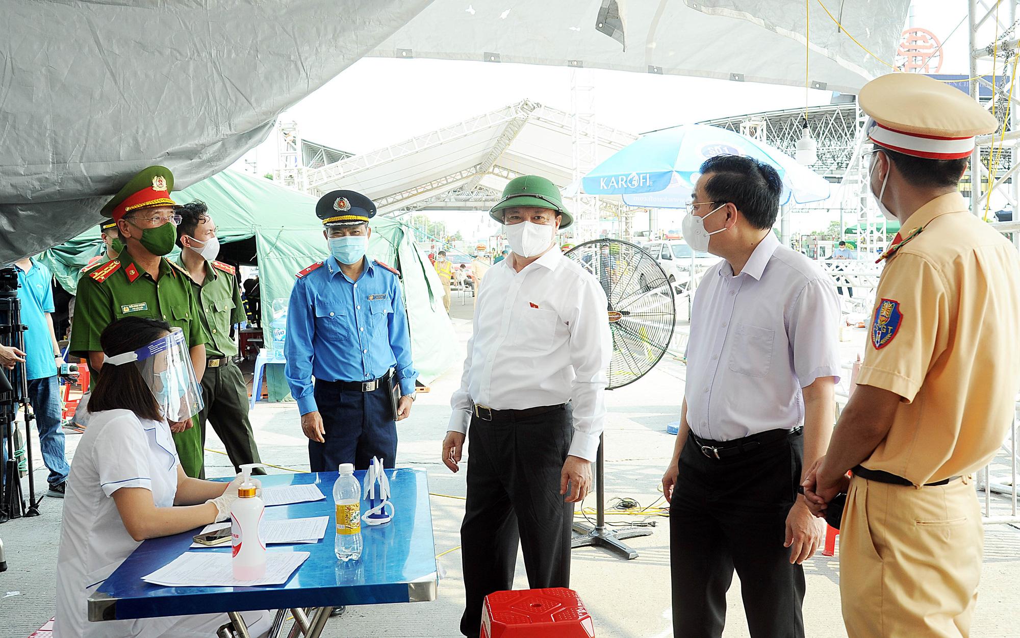 Thành ủy Hà Nội chỉ đạo 6 nhiệm vụ quan trọng trong diễn biến mới của dịch Covid-19 - Ảnh 1.