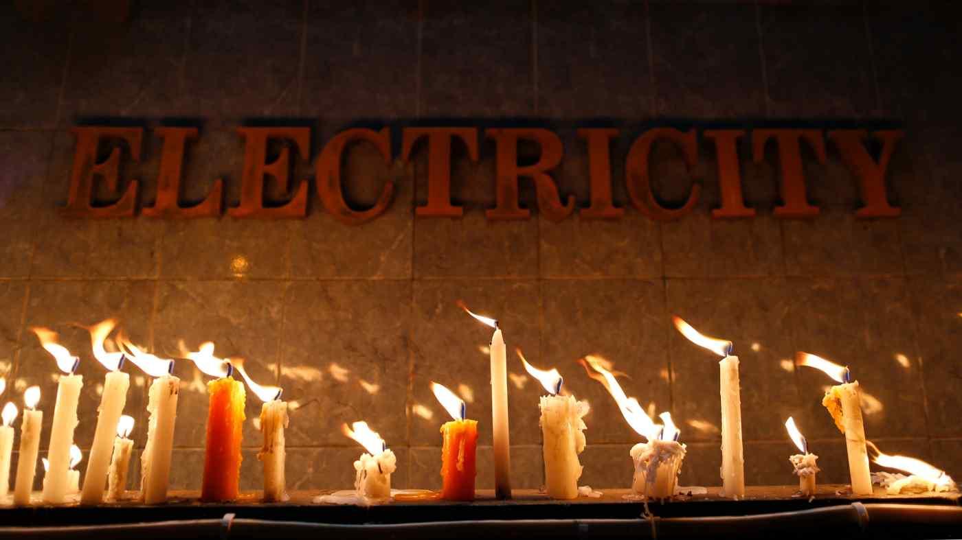 Dân Myanmar từ chối trả tiền điện, bệnh viện phải dùng máy phát giữa lúc dịch Covid-19 lây lan - Ảnh 1.
