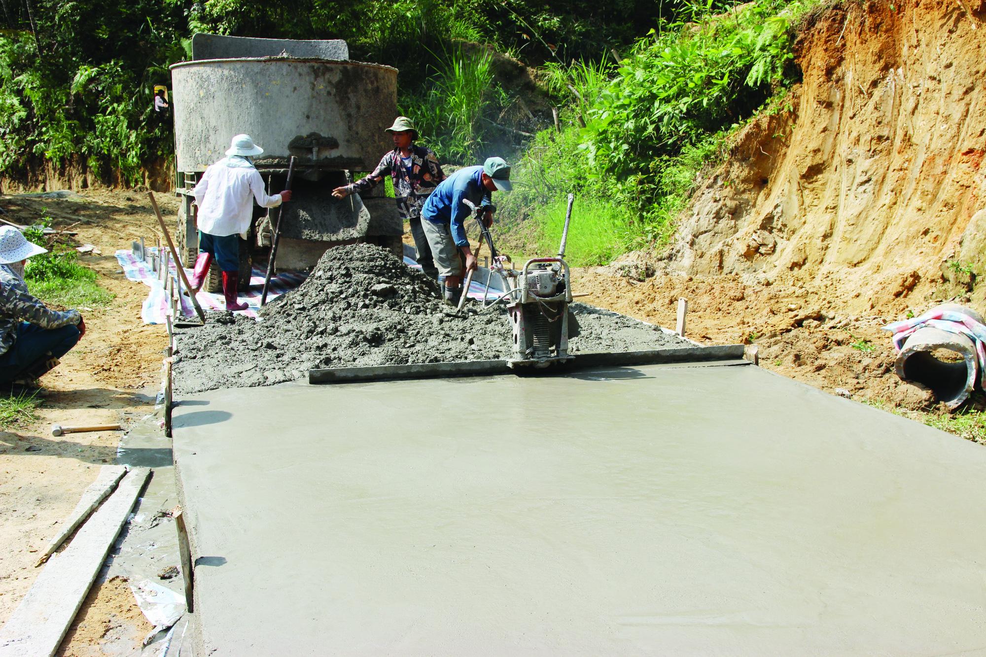 Xín Mần vượt khó hoàn thành tiêu chí giao thông trong xây dựng nông thôn mới - Ảnh 1.
