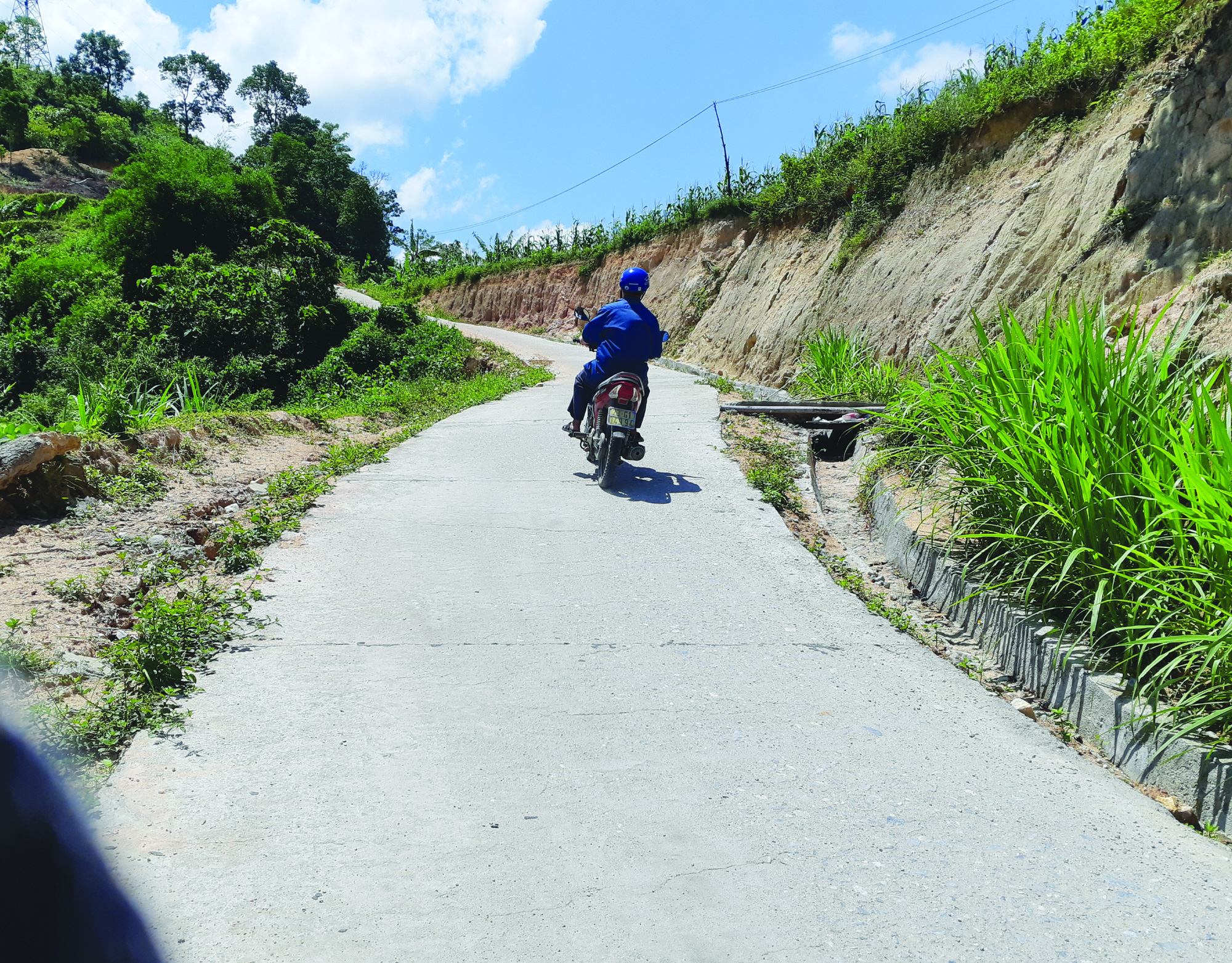 Xín Mần vượt khó hoàn thành tiêu chí giao thông trong xây dựng nông thôn mới - Ảnh 2.